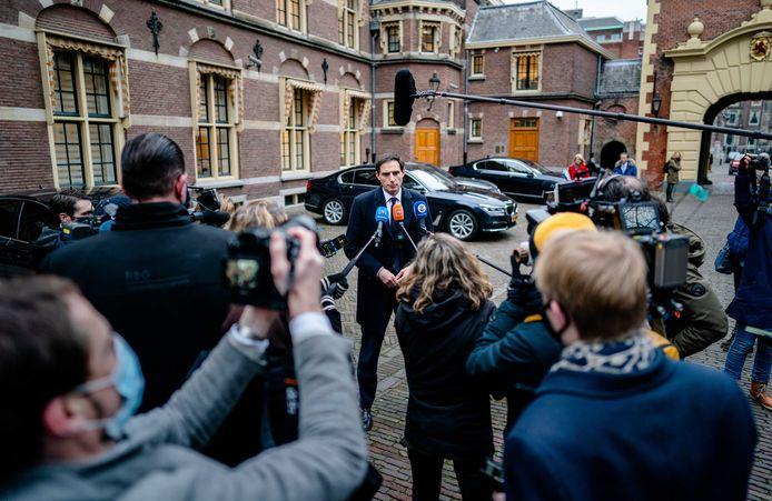 Minister Hoekstra (Financiën, CDA) voor de cruciale ministerraad op het Binnenhof.