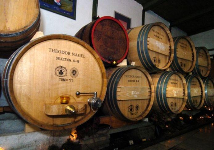 Wijnvaten in Chateau Bejo. Archieffoto Lenneke Veerbeek