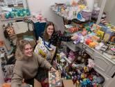 Edina en Geerke maken kerstpakketten van donaties: 'We gunnen iedereen een warme kerst'