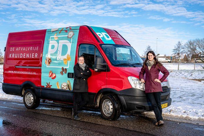 Tessa Overboom en Anne Sonnleitner uit Capelle beginnen een afvalvrije kruidenier op wielen