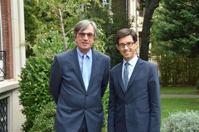 Links, Dirk Brengelmann, ambassadeur van Duitsland. Rechts: Luis Vassy, ambassadeur van Frankrijk.