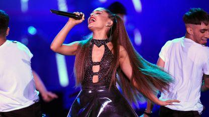 Ariana Grande ruilt iconische lange lokken in voor korte coupe