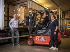 Wout vindt zijn draai in de chauffeursopleiding wegvervoer in Oldenzaal: 'Mooi met zo'n groot apparaat de weg op'