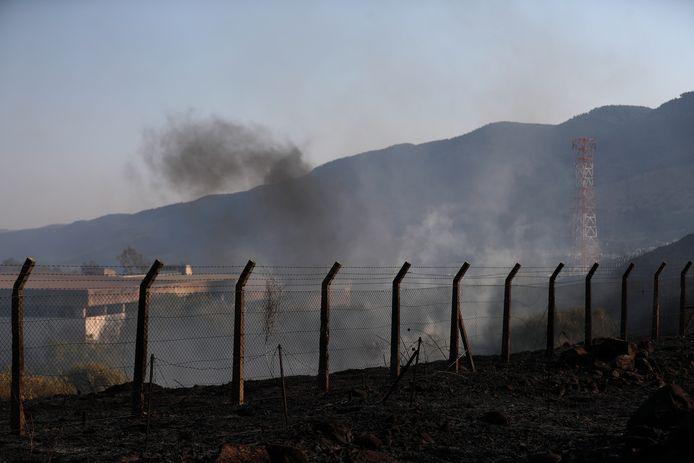 Rook gisteren bij het Israëlische dorp Kiryat Shemona door een raket afgevuurd vanuit Libanon.