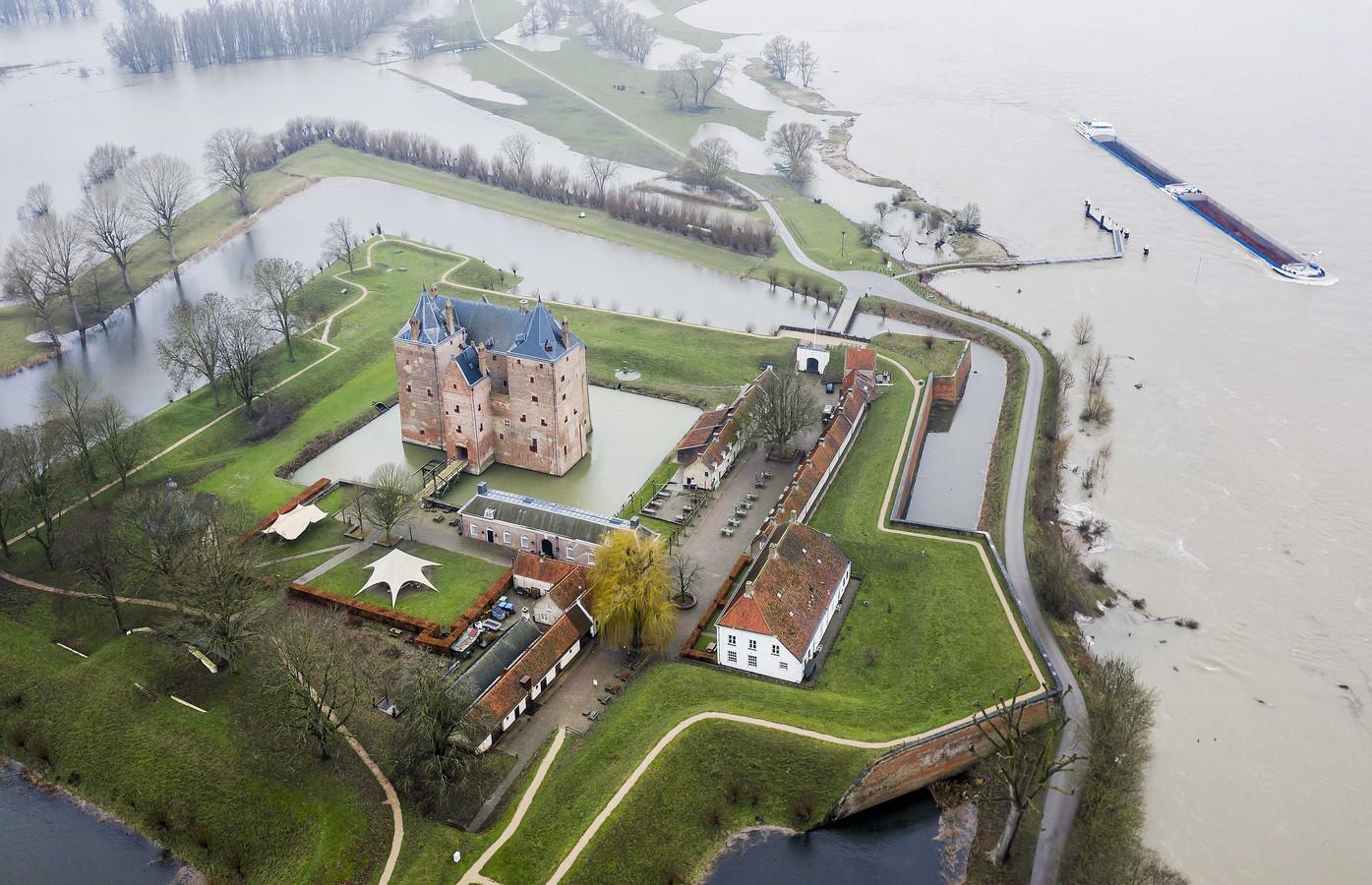 Slot Loevestein vorige maand, tijdens hoogwater.