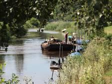 Overvolle wachtrij voor ligplaats in Bredase singels