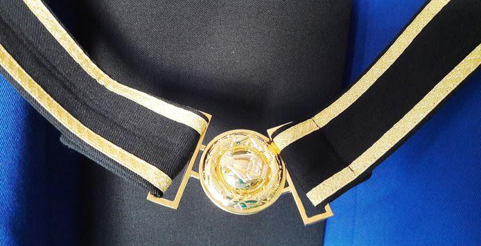 Detail nieuw uniform Irene, koppel met gesp