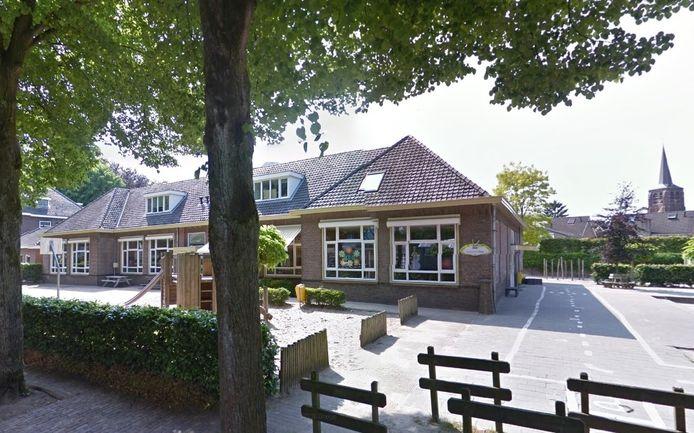 Het verlaten schoolgebouw van de Bienekebolders wacht aan de Bosstraat in Moergestel op een nieuwe bestemming.