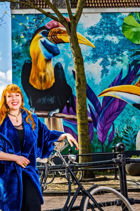 Nina geeft overal ter wereld grijze muren een ziel met haar dieren en planten