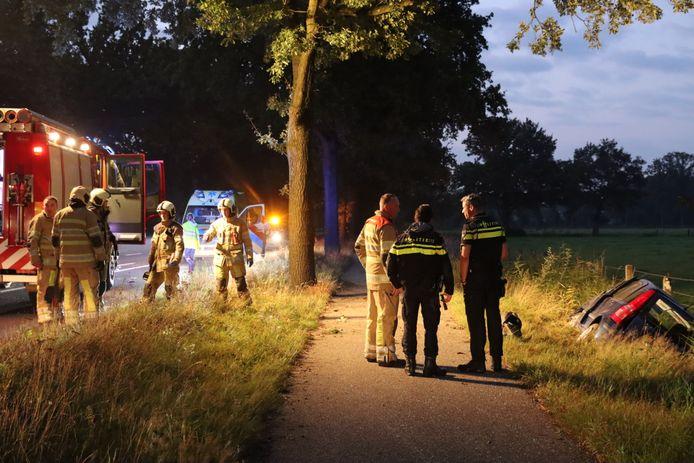 Hulpdiensten zochten tevergeefs naar de bestuurder van de auto die in een sloot langs de Arnhemseweg (N224) bij Renswoude werd gevonden.