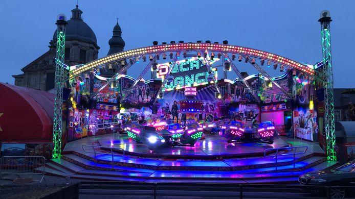 Deca Dance, hier op een archiefbeeld, is een erg populaire attractie, met stoeltjes die ronddraaien op een platform.