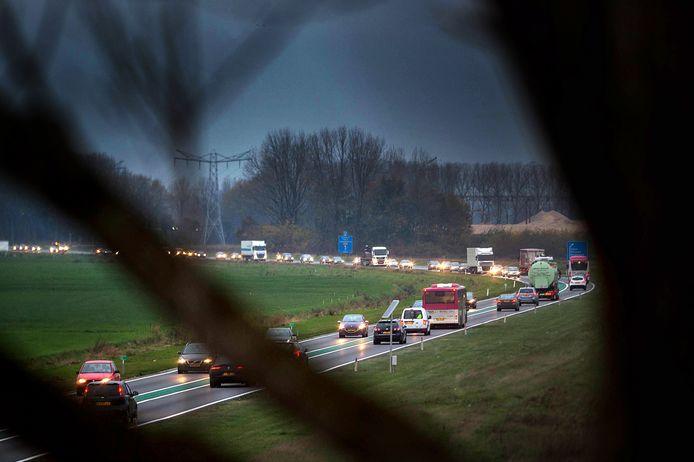 Op de Maas en Waalweg stond voor corona dagelijks een file richting Nijmegen.