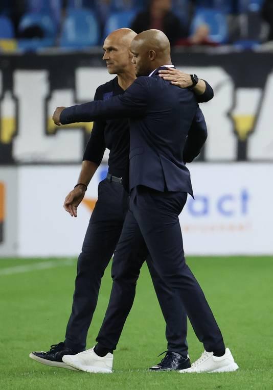 Thomas Letsch en Anderlecht-coach Vincent Kompany zoeken elkaar op na de wedstrijd.