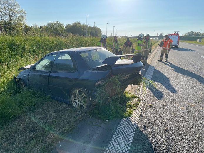 De Subaru Impreza raakte zwaar beschadigd na het ongeval op de A19 in Zonnebeke.