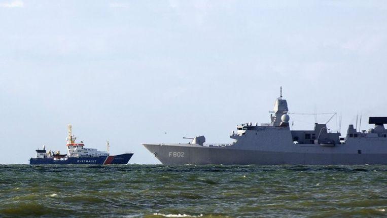 Het commandofregat Zr. Ms. De Zeven Provincien ligt voor de kust van Scheveningen voorafgaand aan de Nuclear Security Summit 2014. Beeld anp