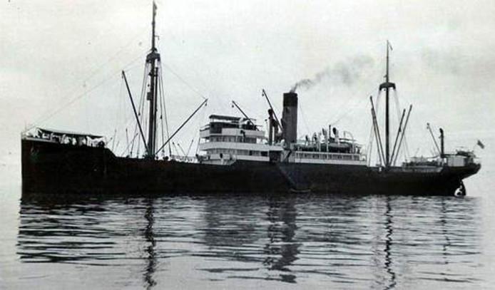 Foto van het zusterschip van de SS Minden. De Minden ligt al jaren op de zeebodem. De Britten willen toestemming van IJsland om de kostbare lading naar boven te halen.