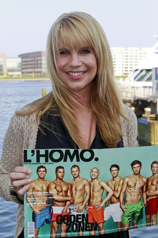 Linda de Mol met het blad.