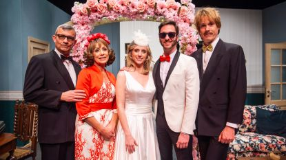 IN BEELD. Verliefde BV-koppels op première theaterversie 'Blind Getrouwd'