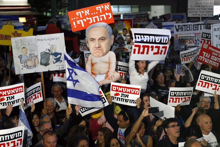 Voor de vierde zaterdag op rij was er in Tel Aviv en Jeruzalem een 'Mars van de schaamte' tegen de vermeende corruptie van premier Benjamin Netanyahu. Beeld AFP