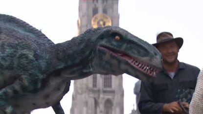 Dinosaurus gaat op stap in Antwerpen