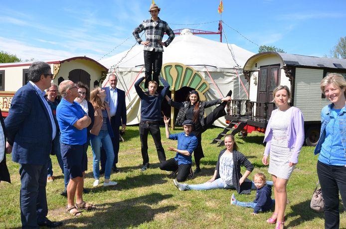 De artiesten van circus Ronaldo vormen maar één van de vele attracties tijdens het familiefestival 'Viva De Meermin'.