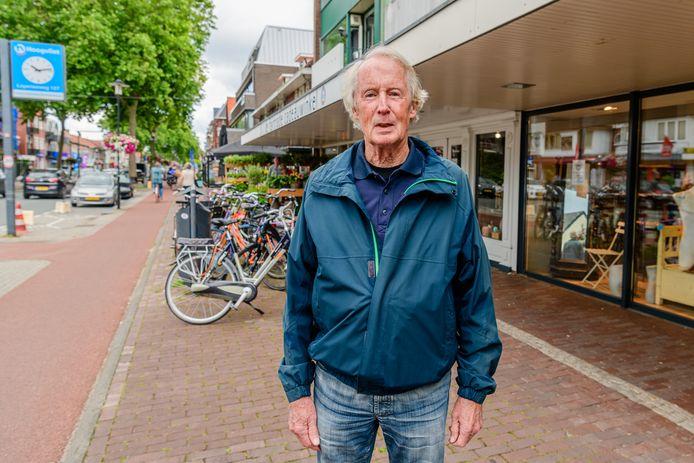 Jan Frijlink maakt zich zorgen om de 1,5 meter afstand en de toegankelijkheid voor blinden op de Hessenweg.
