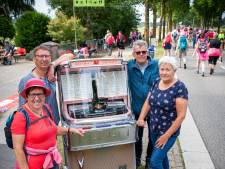 Henk Donkers uit Asten rijdt met jukebox naar Vierdaagse parcours voor muzikale oppepper