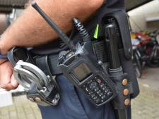 Wijkagent uitgeschakeld door eigen uitrusting: 'Ik kan niet lang zitten, lopen of staan'