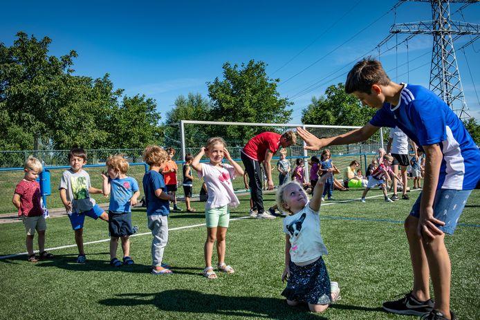 Judoclinic voor kinderen in het sportpark Nieuw Balveren in Nijmegen-Noord.