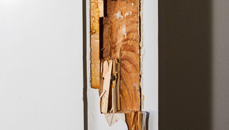 De deur van rector magnificus Dymph van den Boom is zwaar beschadigd Beeld foliaweb.nl/Daniël Rommens