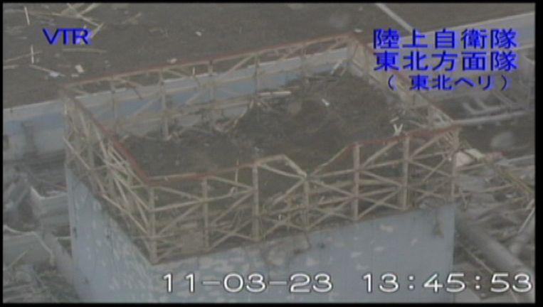 De eerste kernreactor in Fukushima, een screenshot van videobeelden. De foto is verstrekt door het Japanse leger. Beeld ap