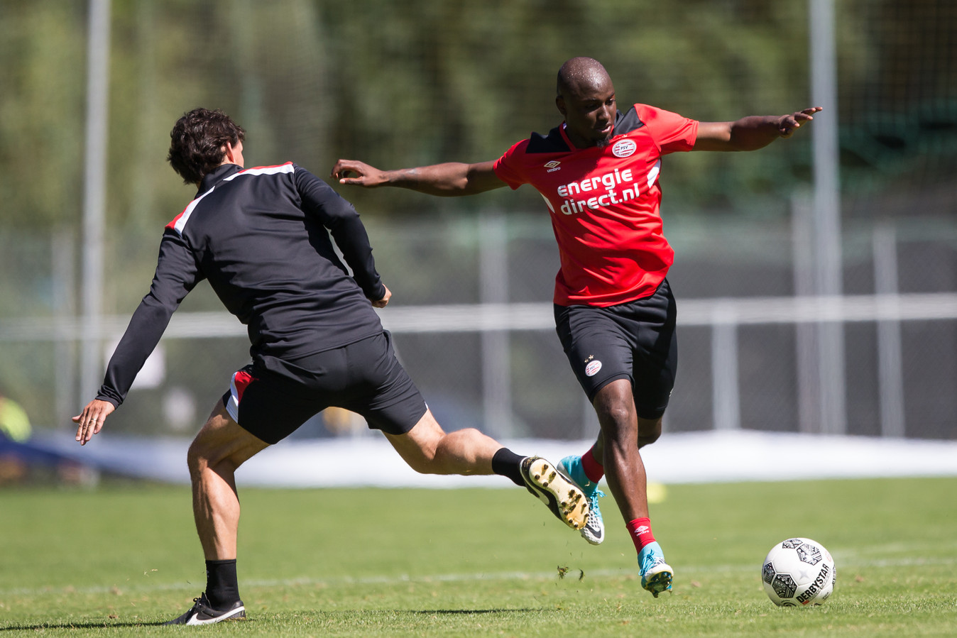 Jetro Willems wordt maandag gepresenteerd bij Eintracht Frankfurt.