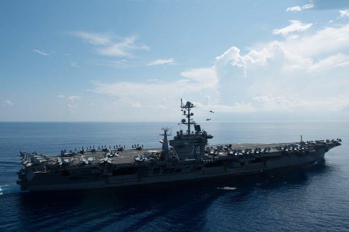 De USS John C. Stennis in de Zuid-Chinese Zee.