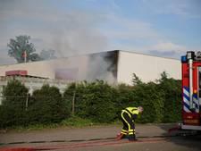 Aanhanger bedrijf asbestsanering in brand in Raamsdonksveer