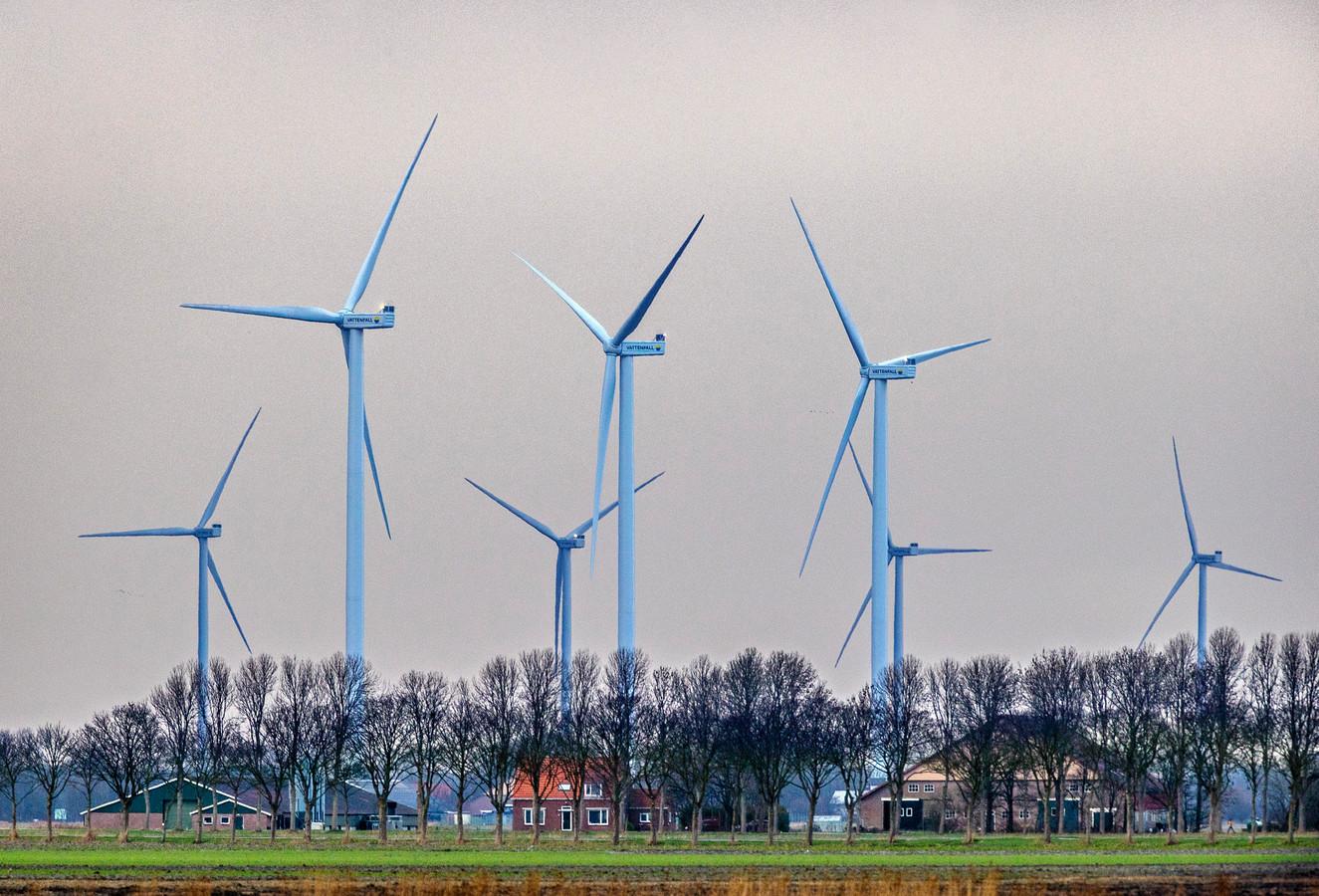 Molens bij Middenmeer, een dorp in de Wieringermeerpolder.