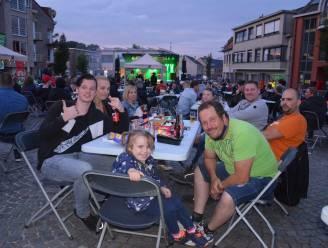 Bijna 400 mensen vieren Vlaamse feestdag op Welleplein met Johan Verminnen