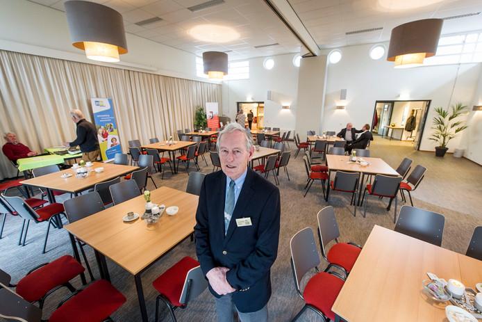 Niels Sies van de Protestantse Gemeente Neede in de volledig heringerichte zaal van gebouw Diekgraven.