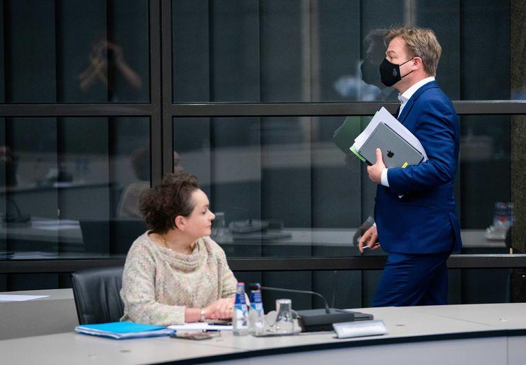 Staatssecretaris Alexandra van Huffelen en Kamerlid Pieter Omtzigt tijdens een overleg in de Tweede Kamer over de hersteloperatie kinderopvangtoeslag.  Beeld ANP