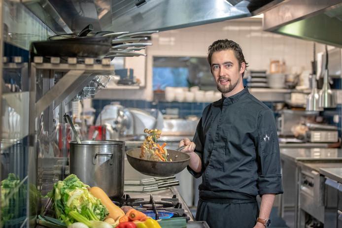 """Robert van de Bovenkamp uit Alphen is horecaondernemer. Hij bezit restaurant De Zeeger en cateringbedrijven Spit & Pan en Als Vanouds. """"Ik wil niet te veel op één bedrijf inzetten. Er is ook kruisbestuiving tussen de drie.''"""