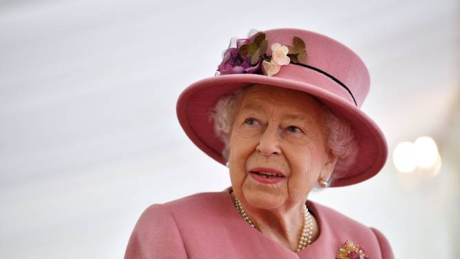 """Britse koningin 'bedroefd' na interview Harry en Meghan: """"Aantijgingen van racisme zijn zorgwekkend"""""""