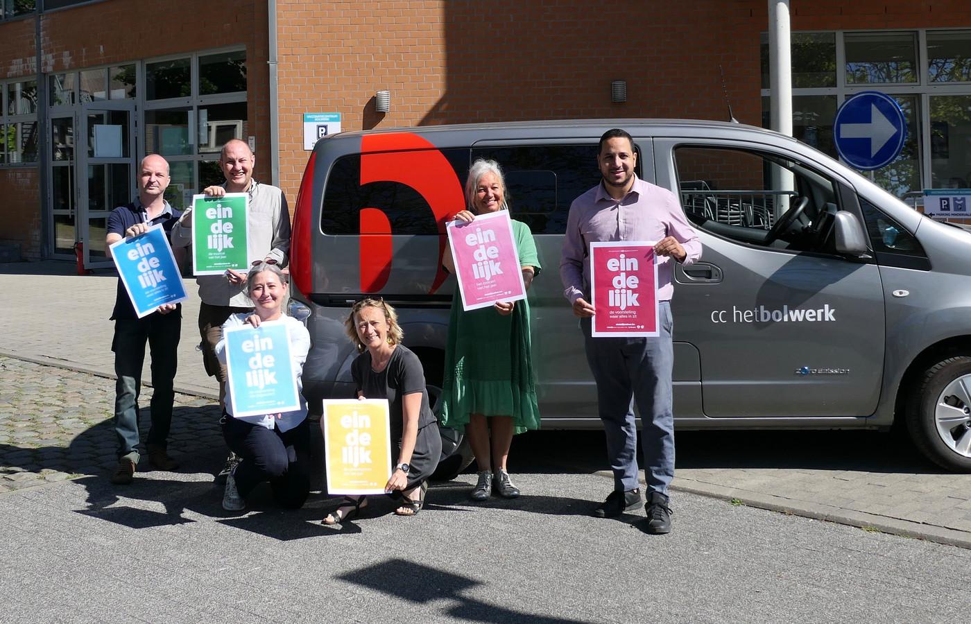 Bolwerk is klaar om uit te vliegen: CC op Tournee Van links naar rechts: Roel Van Tilborgh, David Liekens, Caroline Van Camp, Elke Van Neyghem, Andrea Fabre, Moad El Boudaati.