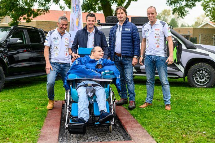 Rolstoel trampoline geopend op de Hooge Burch in Zwammerdam. Op de Foto de initiatiefnemers (van links naar rechts) Harold Dazler, Robin Reigwein, David Blanken en Matthew Dubbis.