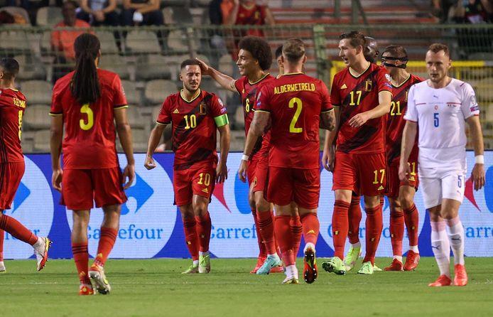 De Rode Duivels vieren de 2-0 van Eden Hazard.