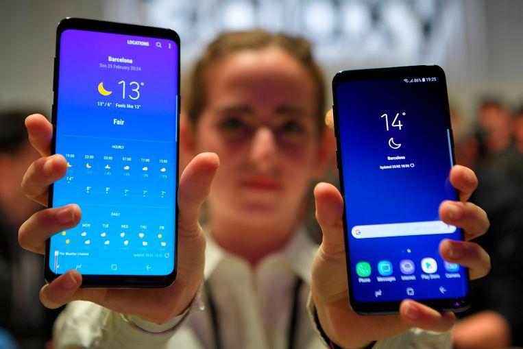 De Samsung Galaxy S9+  (links) is iets groter dan de S9.