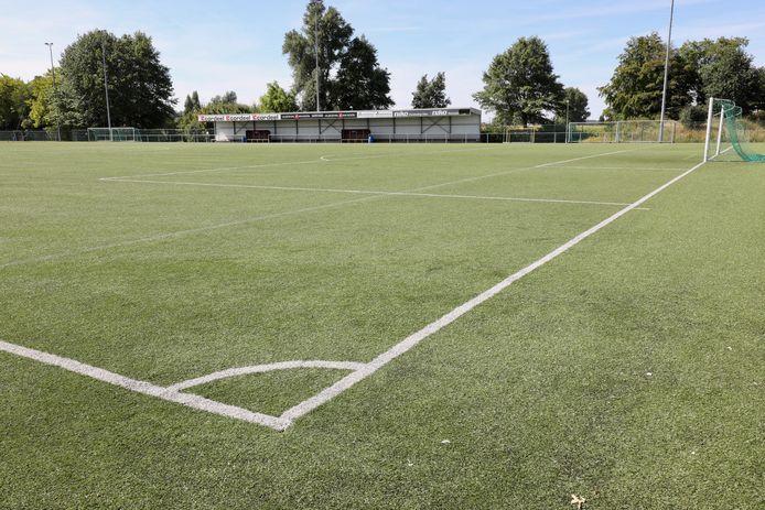 Het hoofdterrein van SC Zonnebeke wordt een kunstgrasveld. Zoals hier  op SKN Sint-Niklaas.