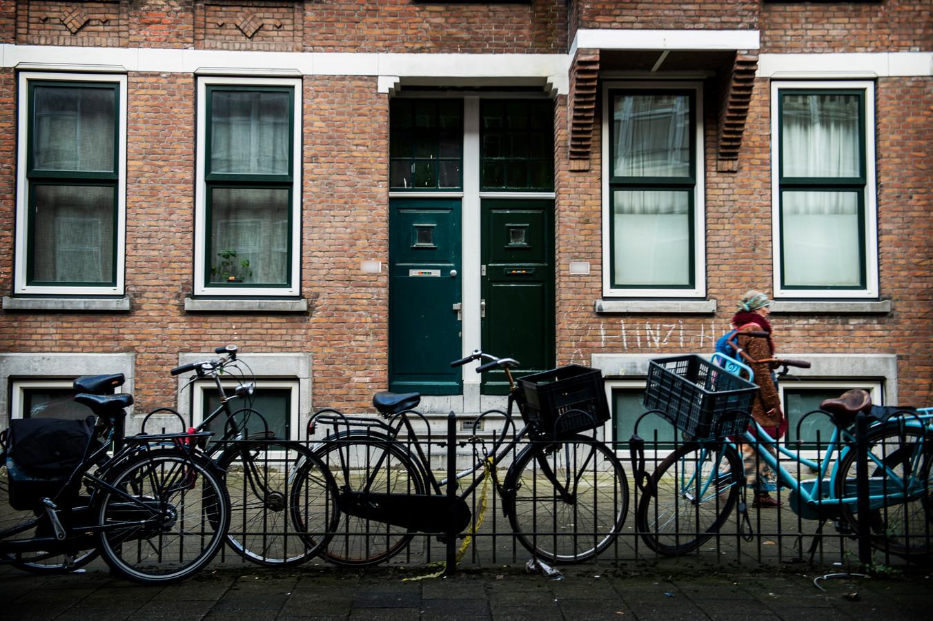 De straat met de woning waar het meisje met haar moeder woonde.
