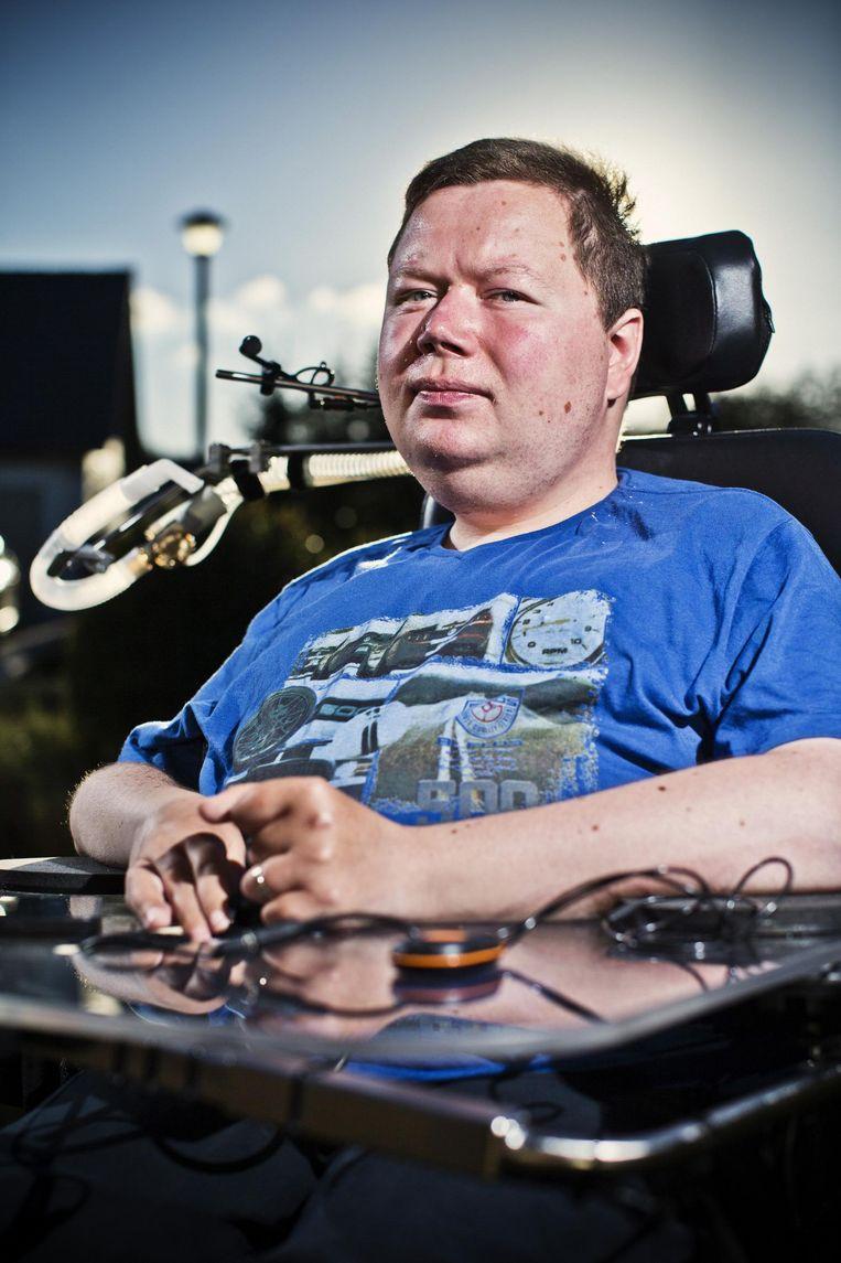 Stijn Hoorelbeke heeft de ziekte van Duchenne. Beeld Jonas Lampens