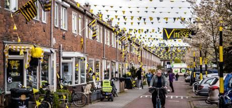 De bekerkoorts loopt op in de Arnhemse Veronicastraat