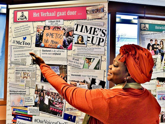 Yvonne Artis Cunningham bij de expositie HerStory, die te zien zal zijn op het congres ter ere van Internationale Vrouwendag in Middelburg.