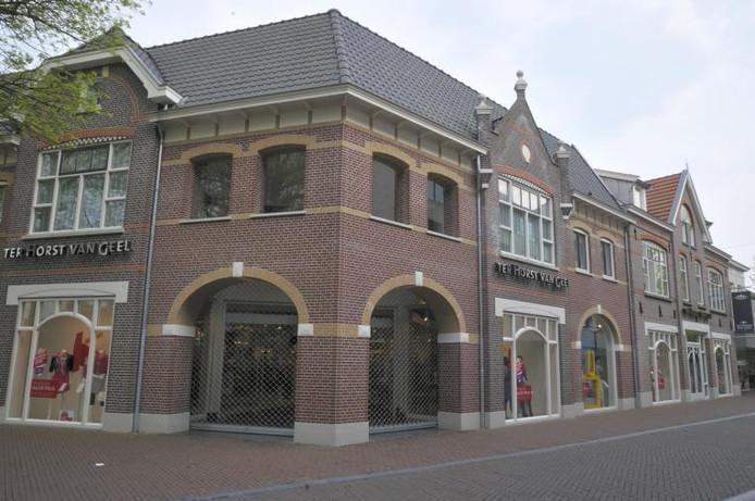 Modezaak Ter Horst Van Geel kreeg 567 stemmen van het publiek, dat in totaal 2108 keer stemde in de wedstrijd 'Het mooiste gebouw van Oss'. foto Chris Perreijn